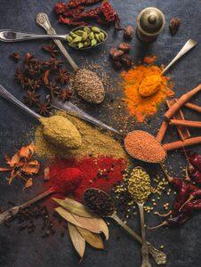 Spices on teaspoons
